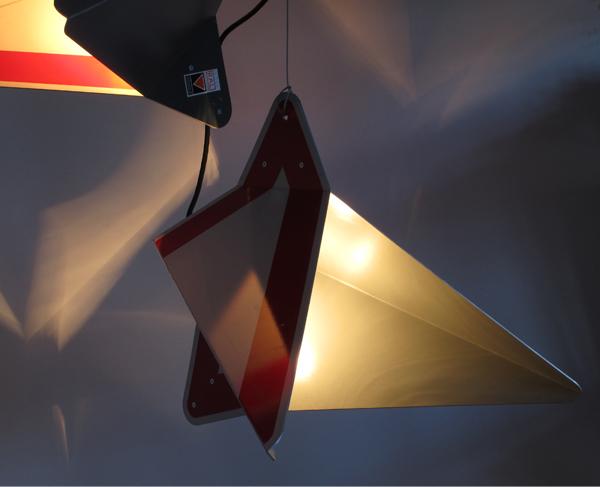 lampe,verkehrsschild,lamp,street sign,vorfahrtsschild,andre,stache,upcycling,recycling,reuse,schilderleuchte