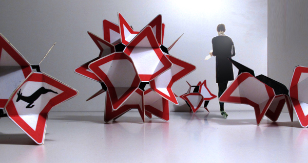 schilderdinge,ausstellung,andre stache,berlin,verkehrszeichen,schilder,tetrahedron,geodetische körper,vektorgleichgewicht,vector equilibrium,buckminster fuller