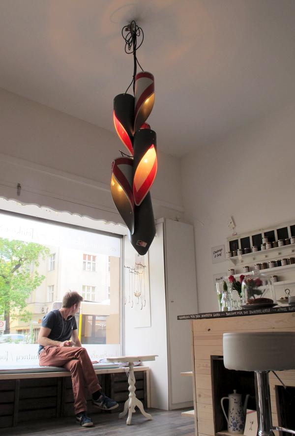 open manufacture day,sonnenalle 133,feinschlicht,foudamentalist,v1h,leuchtenskulptur,verkehrszeichen,andre stache,berlin.jpg