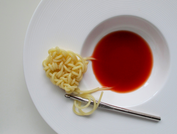 spaghetti crochet,foodcycling,croche eating,crocheating,nudel,gehäkelt,umsetzung carla cixi,foto andre stache