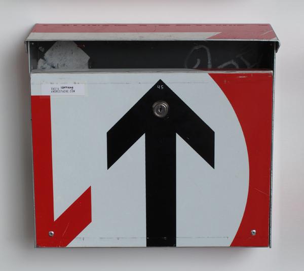 repost,vorrang gewaehren,re post,briefkasten,upcycling,reuse,street sign,straßenschild,post box,andre stache,foto vesko goesel
