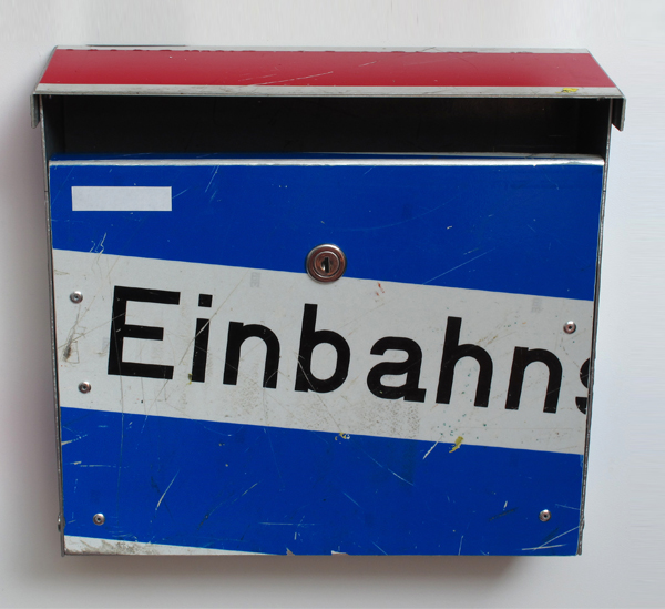 repost,einbahnstrasse,re post,briefkasten,upcycling,reuse,street sign,straßenschild,post box,design andre stache,foto andre stache