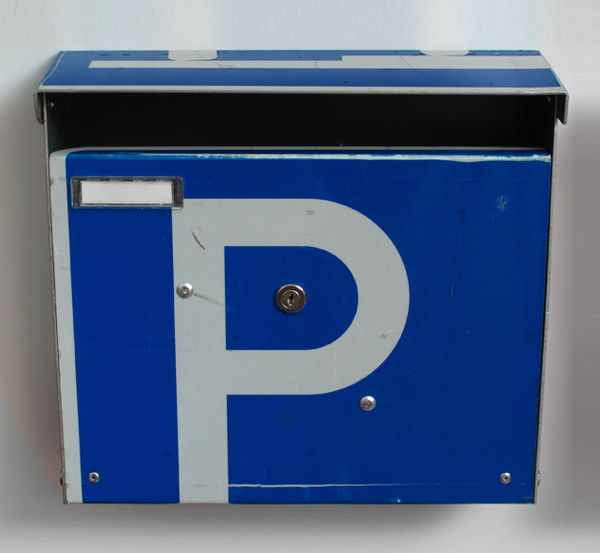 repost,parkplatz,re post,briefkasten,upcycling,reuse,street sign,straßenschild,post box,design andre stache,foto andre stache