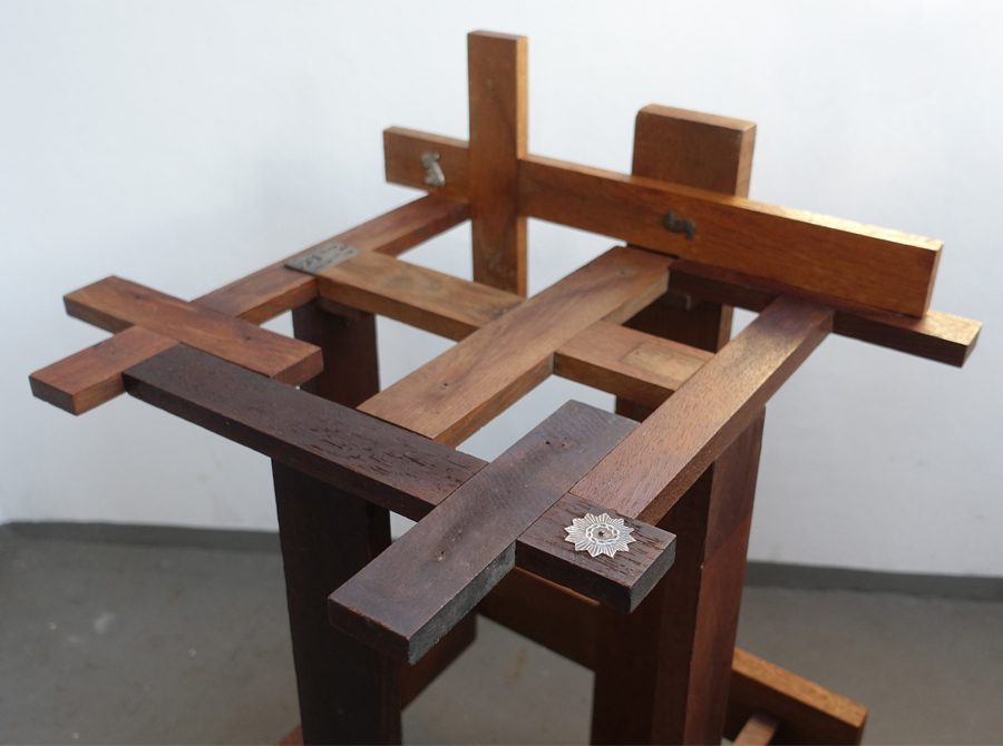 cruzifixed stool_1