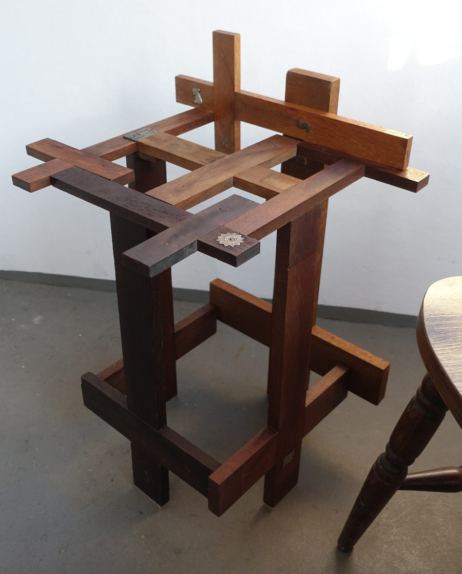 cruzifixed stool_2