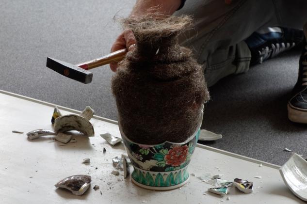 haar_vase_skulptur_hair_vase_sculpture_andre stache_foto vesko gösel_haare der region