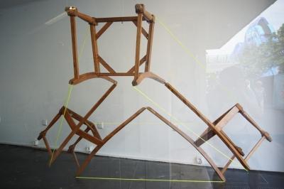 dreistühle,three chairs,installation,tetraeder,chair,tetraechair,andrestache,fotoveskogösel